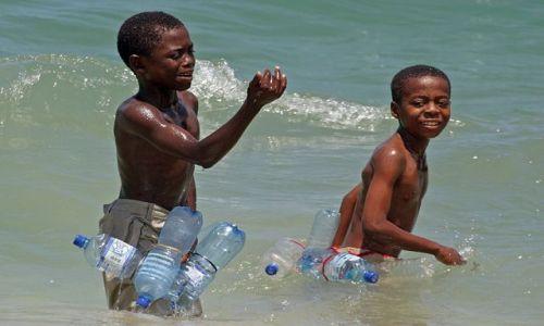 Zdjecie TANZANIA / Zanzibar / Dar es Salaam / Nauka pływania