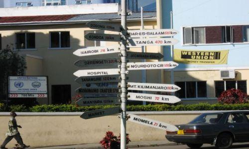 Zdjęcie TANZANIA / Arusha / centrum / przez ile dróg musi przejść każdy z nas...?