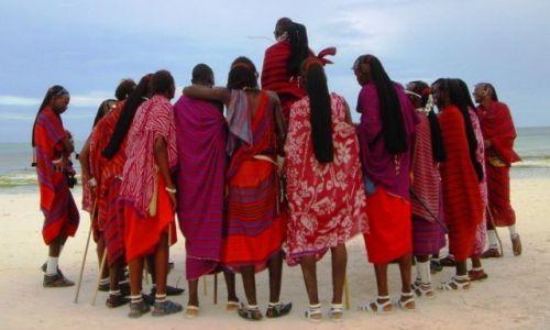 Zdjecie TANZANIA / Zanzibar / Kiwengwa / Masaie plażowi