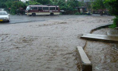 Zdjęcie TANZANIA / północna Tanzania  / Arusha / pokropiło.... i woda podeszla...