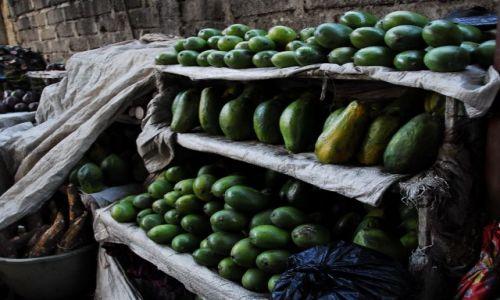 Zdjęcie TANZANIA / Arusha / targ / owoce mango