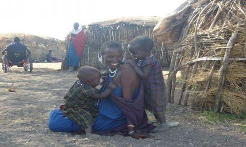 Zdjęcie TANZANIA / Serengeti Park / Serengeti Park / Lepianki budują kobiety