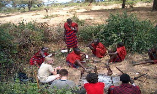 Zdjecie TANZANIA / brak / Longido / powitanie przez masajów