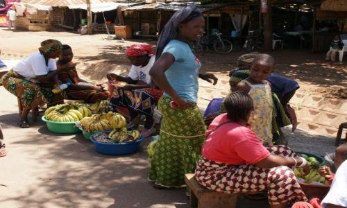 Zdjęcie TANZANIA / Manyara / Mto Wa Mbu / Sprzedaż bananów