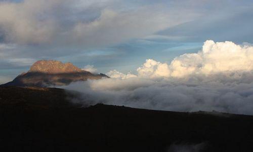 Zdjecie TANZANIA / - / Kilimandżaro / Kilimandżaro w chmurach
