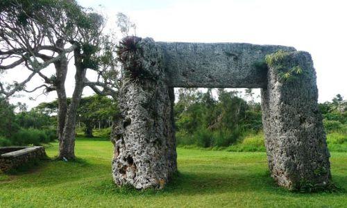 Zdjęcie TONGA / Tongatapu / Okolice Nuku'alofa / Brama do ogrodu królewskiego