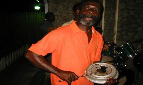Zdjęcie TRYNIDAD I TOBAGO / Tobago / Tobago / janko muzykant z Tobago