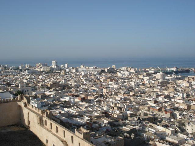 Zdjęcia: SOUSSE, WIDOK NA MIASTO Z LATARNI MORSKIEJ, TUNEZJA