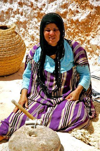 Zdjęcia: Sahara, Sahara, Cięzka praca, TUNEZJA