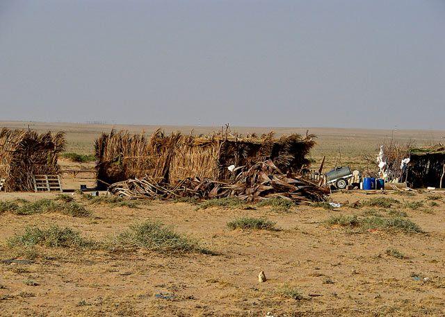 Zdjęcia: tak mieszkaja nomadowie koczownicy; pasterskie i zbieracko-łowieckie ludy koczownicze. , Sahara, ....., TUNEZJA