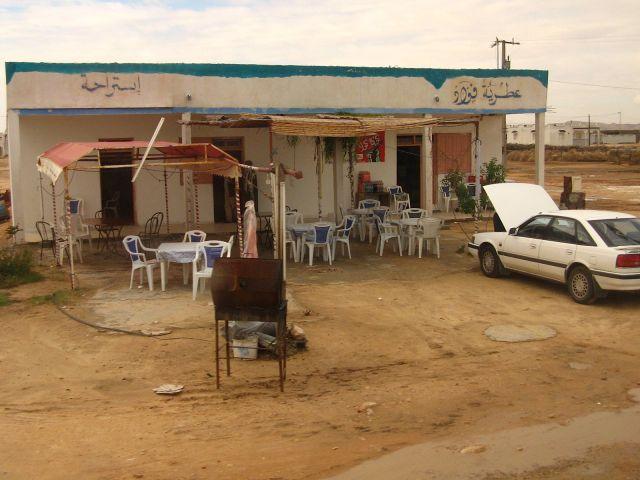 Zdj�cia: Gdzie� po drodze w Tunezji (po�udnie), Knajpka przydro�na, TUNEZJA