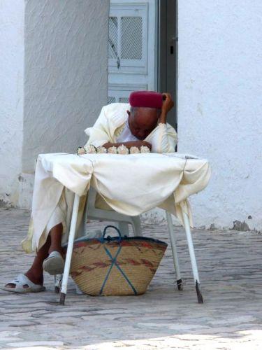 Zdjęcia: port el kantoui, sprzedawca jaśminu, TUNEZJA