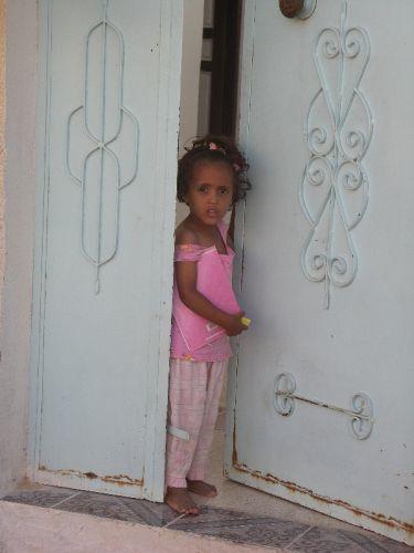 Zdjęcia: Douz, Tunezja środkowa, Różowa dziewczynka, TUNEZJA
