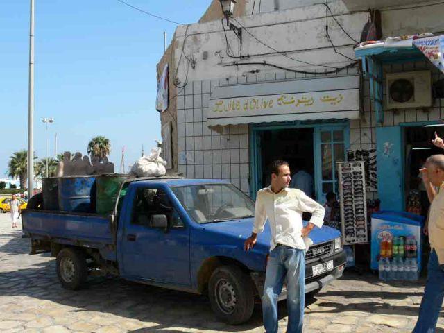 Zdjęcia: Susa, Dostawa do sklepu.., TUNEZJA