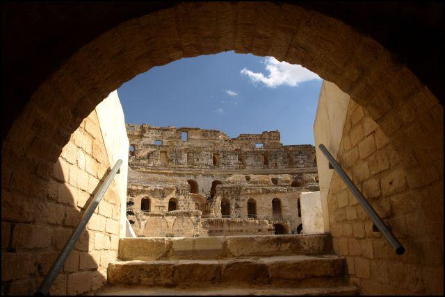 Zdjęcia: Koloseum, El Jem, spod areny, TUNEZJA