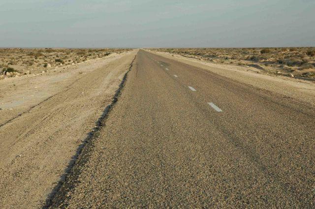 Zdjęcia: na skaraju Sahary- Douze, pustynia po horyzont, TUNEZJA