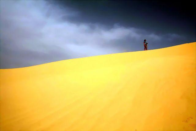 Zdjęcia: Ong jemal, Zachodnia Tunezja, Na wydmie, TUNEZJA