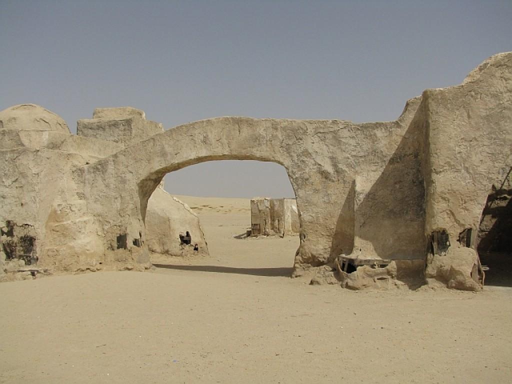 """Zdjęcia: pustynia, okolice Touzer, scenografia do """"Gwiezdnych Wojen"""", TUNEZJA"""