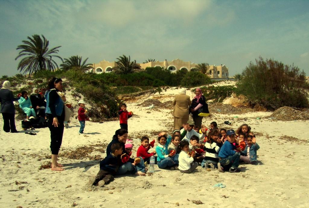 Zdjęcia:  , okolice Mahdi, dzieci na plaży, TUNEZJA