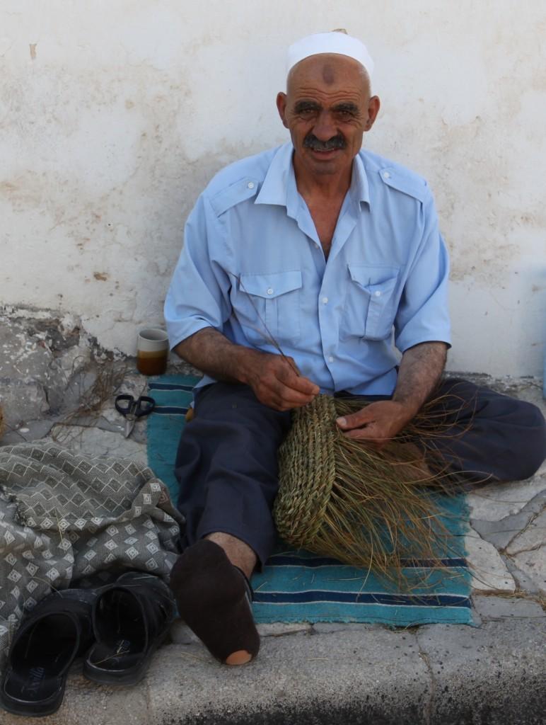 Zdjęcia: Hergla, Sahel Tunezyjski, Wyplatacz koszy, TUNEZJA