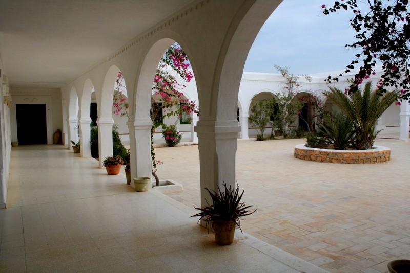 Zdjęcia: Guellala, Djerba, ciekawostki z Tunezji:dziedziniec Muzeum De Guellala, TUNEZJA
