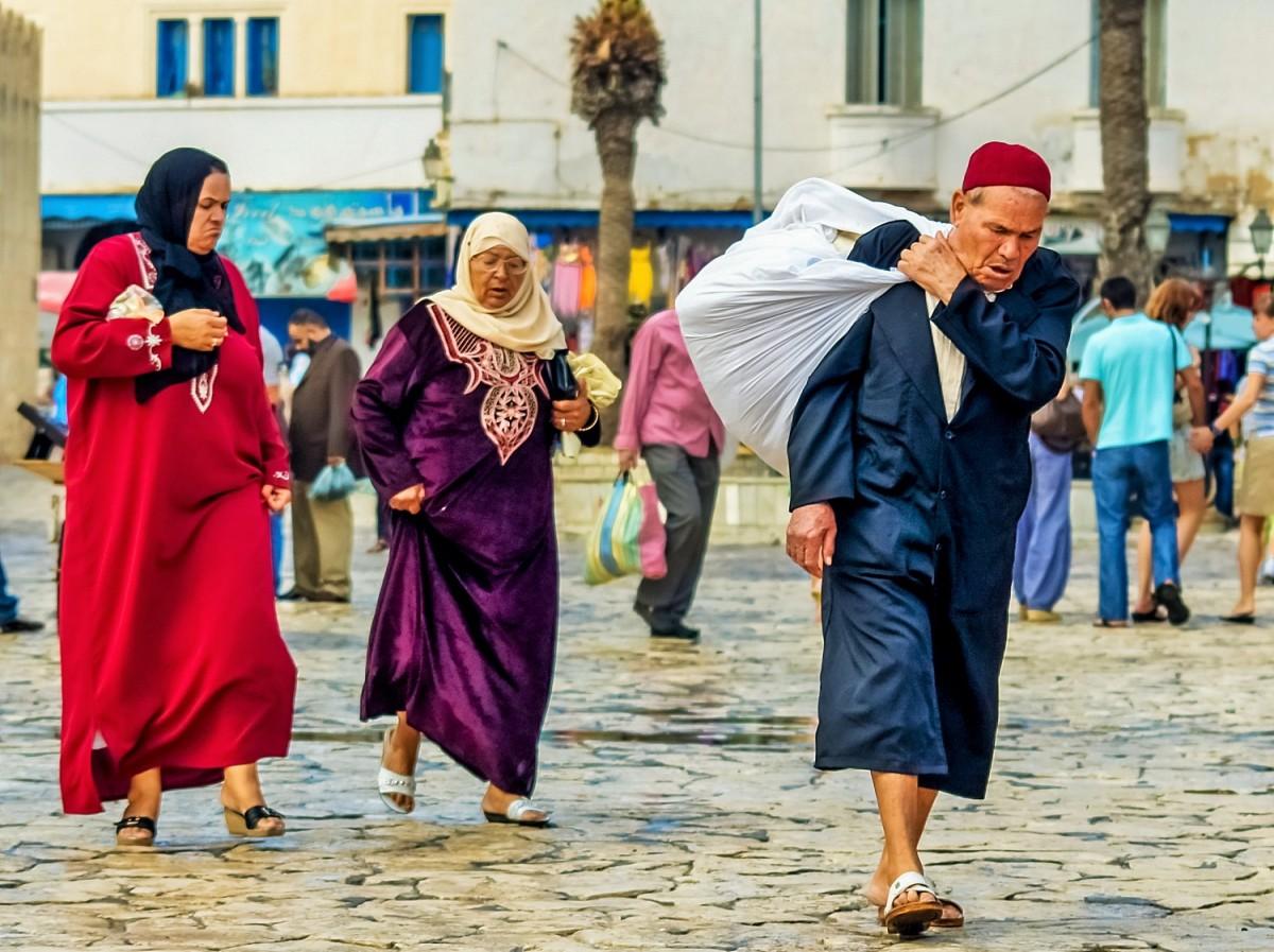 Zdjęcia: Susa, Susa, Rodzinny powrót z zakupów, TUNEZJA