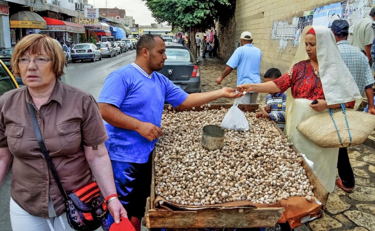 Zdjęcia: Susa, Susa, sprzedawca ślimaków, TUNEZJA