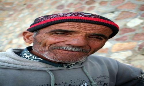 Zdjecie TUNEZJA / Tunis / Korbus / Konkurs - Karzeł, opiekun źródła