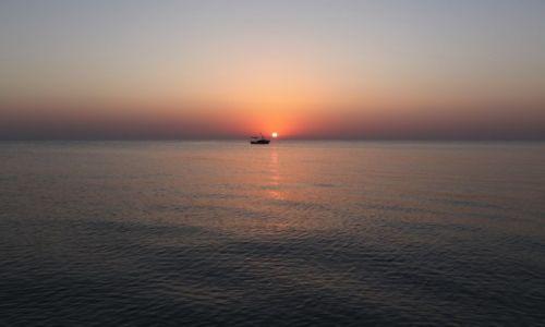 Zdjecie TUNEZJA / - / Port El Kantaoui  / Powrót z połowu o wschodzie słońca