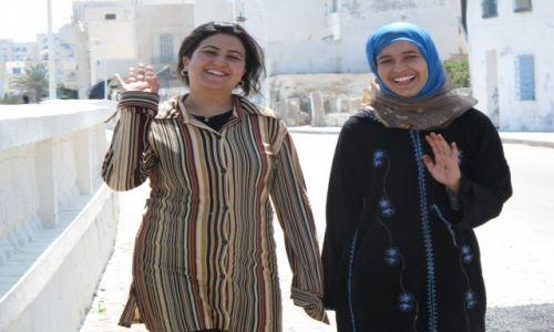 Zdjęcie TUNEZJA / Okolice Tunisu / Okolice Tunisu / Uśmiech kobiety