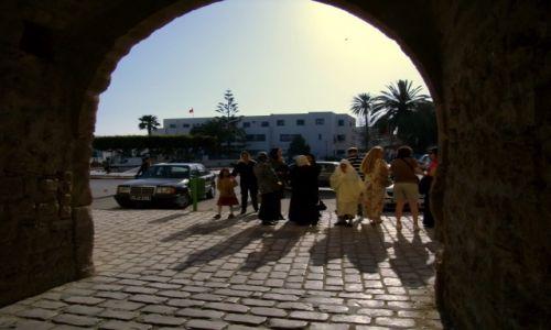 Zdjecie TUNEZJA / Mahdia /  stare miasto / kobiety, tak różne