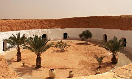 Zdjecie TUNEZJA / na skraju Sahary / Matmata /  skalne  domostwa.