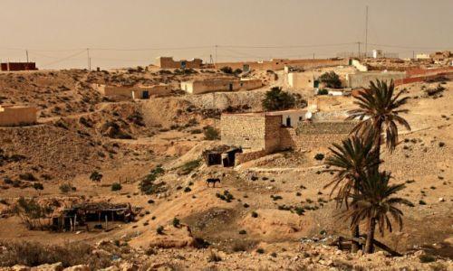 TUNEZJA / rejoniy gór Dżebel / Matmata / Matmata- ośrodkiem kultury Berberów.