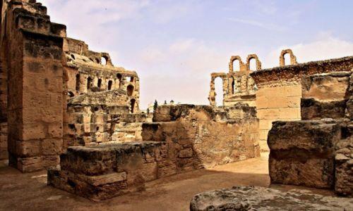 Zdjęcie TUNEZJA / środkowej części wschodniego wybrzeża / El Jem /  Koloseum jako perła wśród tunezyjskich zabytków