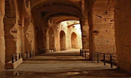 Zdjecie TUNEZJA / wschodniej Tunezji, / El Jem / Monumentalna budowla rzymska