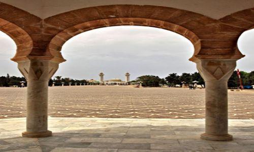 Zdjecie TUNEZJA / miasto portowe w środkowej części wschodniego wybrzeża Tunezji , / Monastyr /  Mauzoleum  Burgiby atrakcją Monastyru