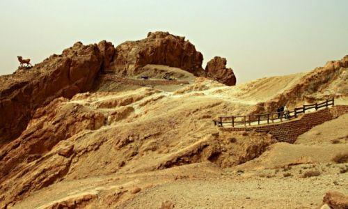 Zdjęcie TUNEZJA / Góry Atlas / Chebika /  U podnóża potężnego łańcucha gór Atlas