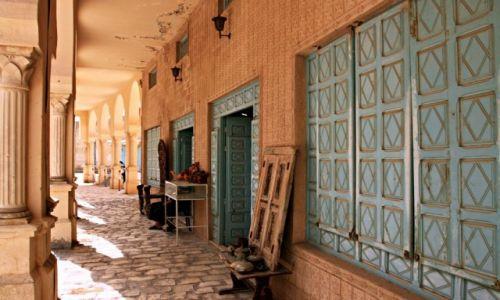 Zdjecie TUNEZJA / - / El Jem /  Natrętni handlarze