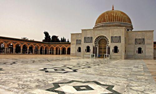 Zdjęcie TUNEZJA / - / Monastir /  Mauzoleum   w tradycyjnym tunezyjskim stylu