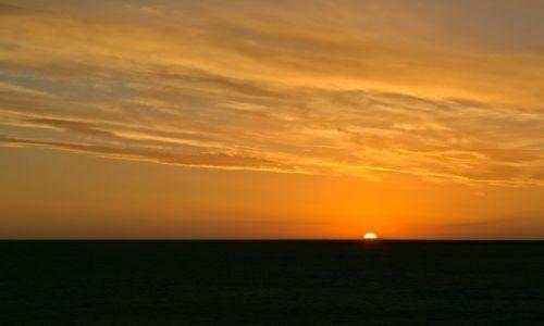 Zdjęcie TUNEZJA / - / Chott El Jerid / Wschód nad słonym jeziorem