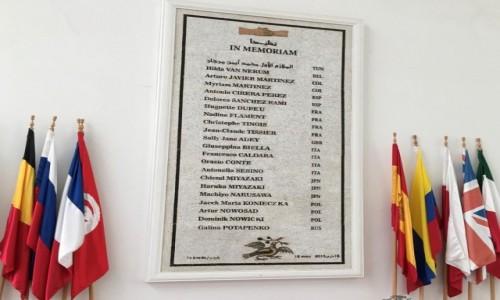 Zdjecie TUNEZJA / - / Muzeum Bardo w Tunisie / W Muzeum Bardo - tablica upamiętniająca osoby, które zginęły w zamachu terrorystycznym.