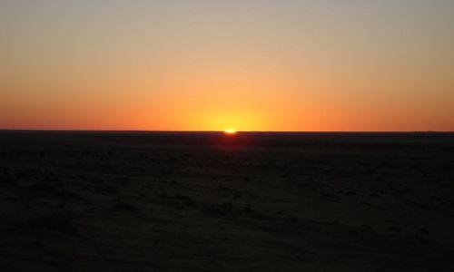 Zdjecie TUNEZJA / Djerba / Djerba / zachód słońca nad piaskiem