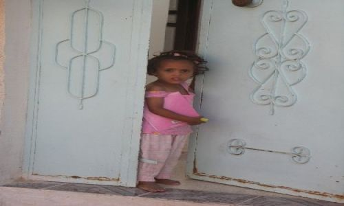 Zdjęcie TUNEZJA / Tunezja środkowa / Douz / Różowa dziewczynka