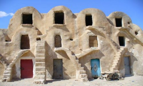 Zdjecie TUNEZJA / �rodkowo-zachodnia Tunezja / �rodek miasta -spichlerze / A wygl�da jak d