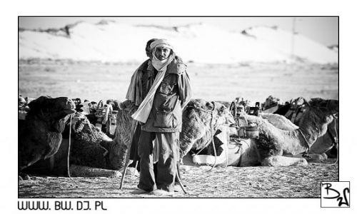 Zdjecie TUNEZJA / Południowa Tunezja / Sahara / Człowiek Pustyni