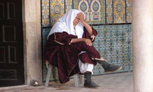 Zdjecie TUNEZJA / Kairouan / Kairouan / Meczet - sjesta