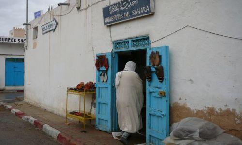Zdjęcie TUNEZJA / Duz / miasteczko / Buty na Saharę