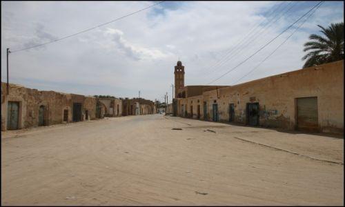 Zdjecie TUNEZJA / Degache / wszyscy byli dwie ulice obok, gdzie pakowali turystów do bryczek. / a gdzie ludziska...?