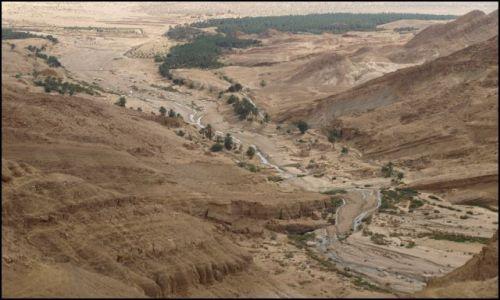 Zdjęcie TUNEZJA / Tamerza /  początki rzeki / a w dole....