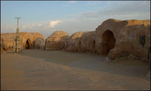 Zdjecie TUNEZJA / okolice El Hamma du Jerid / pustynia / miła wizyta przed zachodem